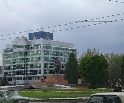 Площадь имени Садриддина Айни