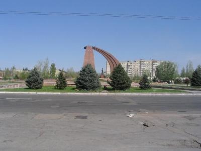 Площадь и памятник Победы