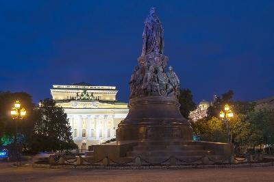 Екатерининский сквер и Аничков дворец