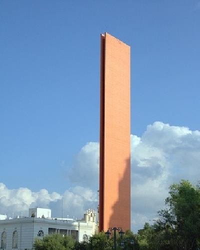 Памятник «Фаро дель Комерсио»