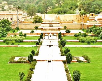 Сад и дворец рани Сисодии