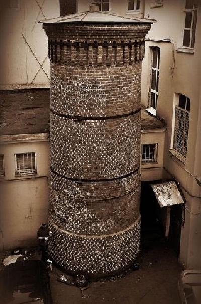 Башня Грифонов на Васильевском острове