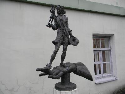 Парк современной скульптуры во дворе филфака СПбГУ
