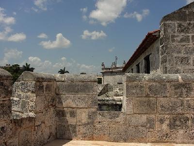 Крепость де-ла-Реаль-Фуэрса (музей оружия) и символ Гаваны Хиральдилья