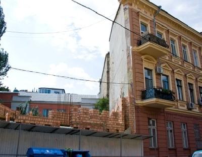 Дом-стена