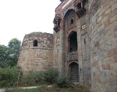 Древний форт Пурана-Кила